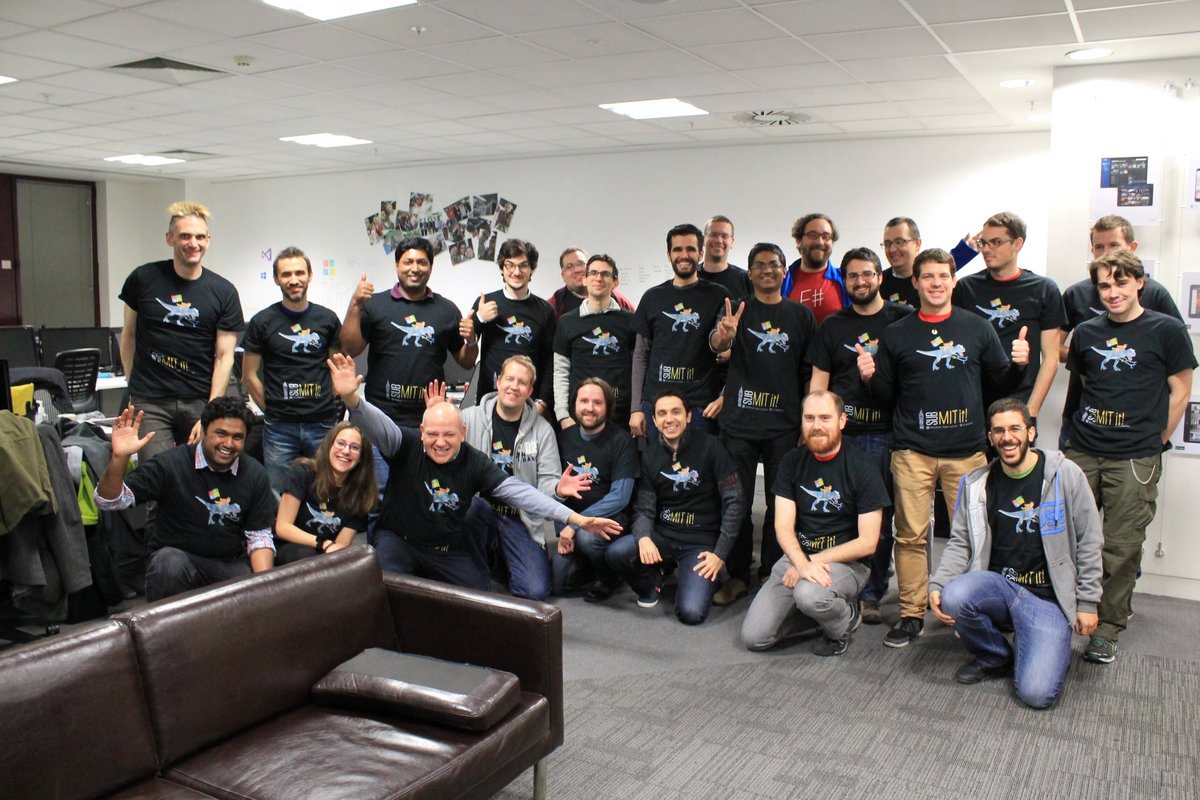 25 apps from 25 happy developers! #SubmitIt at @uicentric was a huge success today! Thanks @winappsldn @microsoftuk https://t.co/GTHw4YO3b0