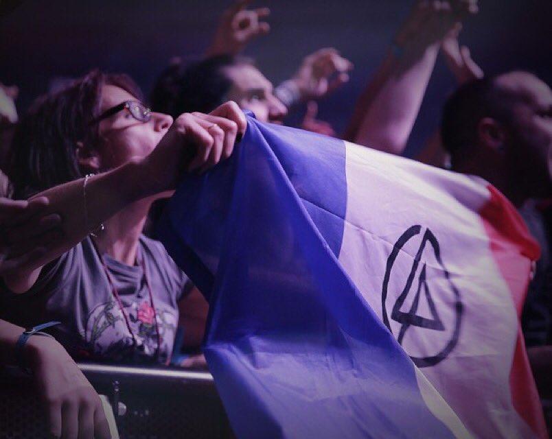 Sending our love to #Paris https://t.co/Ode1BMOuXv
