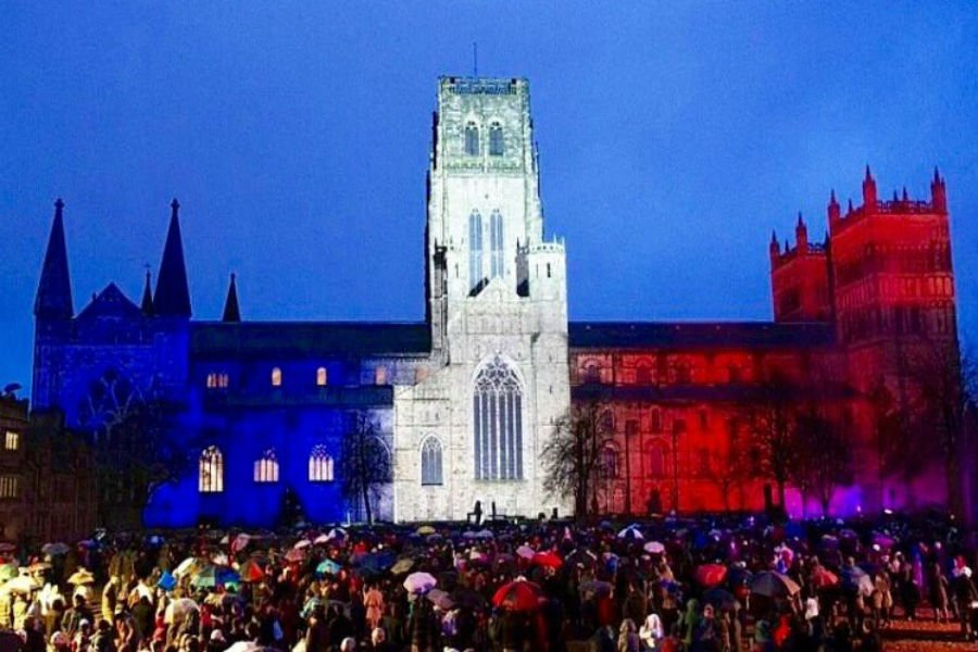 Beautiful touch in #Durham tonight as @lumieredurham lit up the cathedral in solidarity with @France #parisattacks https://t.co/gj3EZX5S90