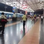 This is Hubli Railway station. Super cleanness. Credit goes to You Mr. ✌ @sureshpprabhu @narendramodi #SwacchBharat https://t.co/deHzMX4dw3