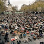 Thousands of Shoes at Place de la Republique in Paris to support Paris Climate Summit !! #ModiInParis #COP21 https://t.co/cW8qAefks4