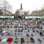 In beeld: Demonstrerende schoenen in Parijs https://t.co/SRzhmdxbs4 https://t.co/QKFy8T4xoQ