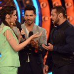 What do you think @kritisanon is telling @BeingSalmanKhan ? Watch @BiggBoss tonight to find out! https://t.co/GDpWcEQaPZ