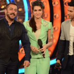 Tonight #BB9WithSalmanKhan to rock as @Varun_dvn & @kritisanon share the stage with @BeingSalmanKhan! https://t.co/Q7UoM3urRG