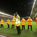 A #Anfield, le kop bordelais fut tellement bon que même les stadiers de Liverpool ont applaudi #LFCFCGB https://t.co/XXY2mRkb2H