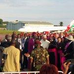 Pope being received by President Yoweri Museveni in Uganda, accorded 21 gun salute. #PopeInUganda #KwaheriPope https://t.co/KIbA28GyA1