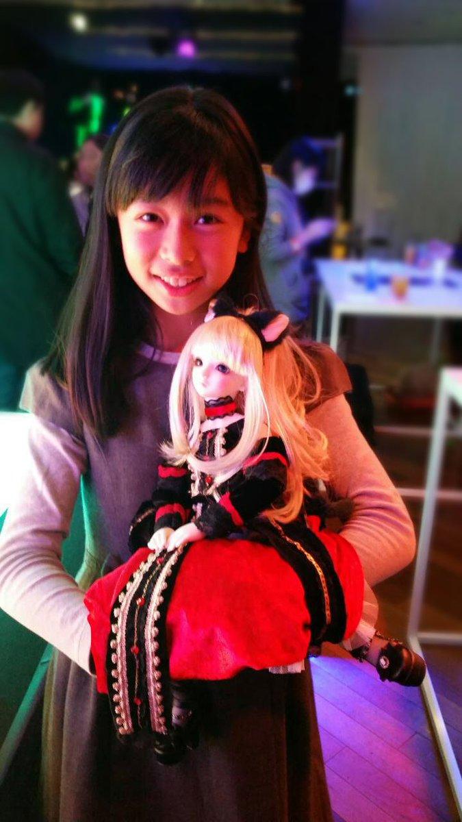 米澤玲菜(よねざわ れな)です!六本木のサンホラカフェに行ってきました♪ローランさんに素敵なエリーゼ人形をおかりしました(^^) https://t.co/Dxoj3r4KBP