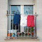 En France on na pas de drapeaux mais on a des idées... (ici à Marseille) https://t.co/l3YdgZeZ8Y