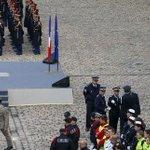 Hommage aux 130 morts des attentats : « Ils étaient la jeunesse de France » https://t.co/ITihw8TPPC https://t.co/0Cp3fbwCrz