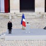 Hollande: «Ceux qui sont tombés le 13 novembre étaient la France, toute la France» https://t.co/VHzNHTK0JE https://t.co/7qgVyEOIxa