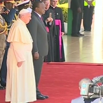 JUST IN : Pope Francis has declined to inspect the Guard of Honor. #PopeInKenya https://t.co/z6l8j6cSRb