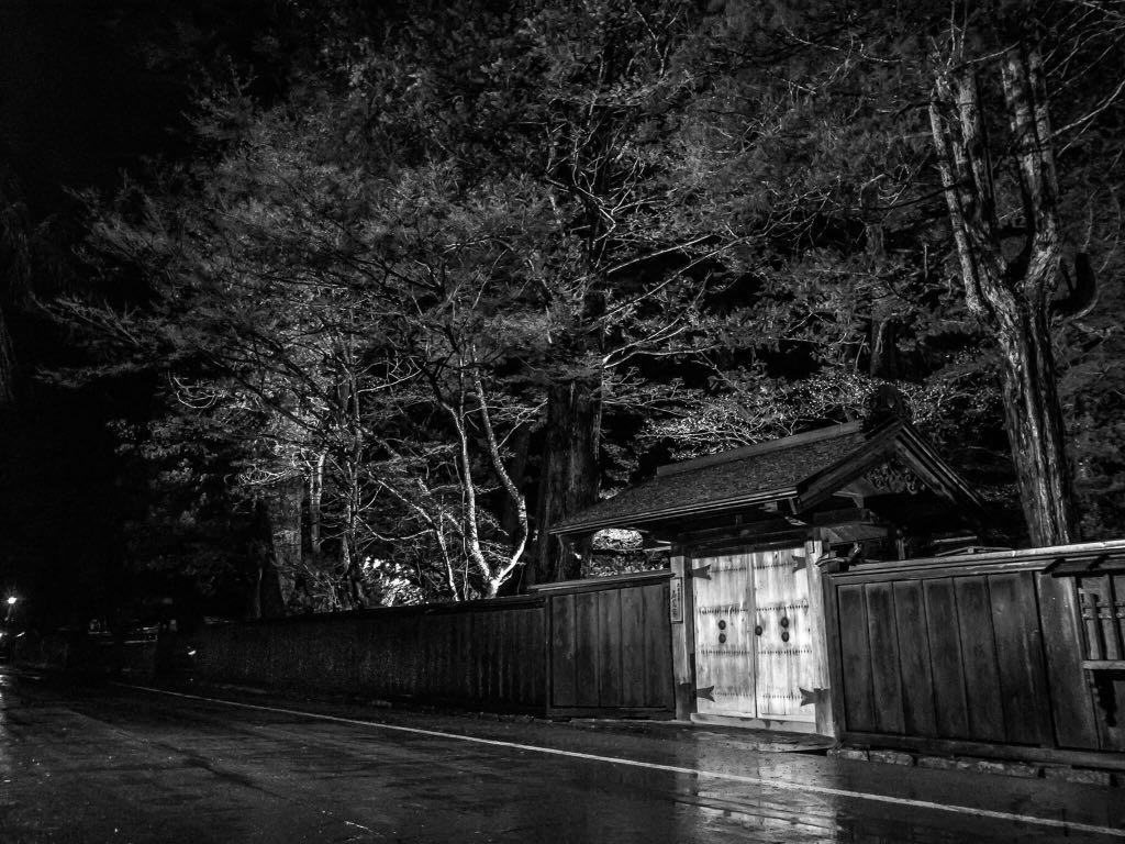 武家屋敷通りのライトアップも今月いっぱい #akita #kakunodate https://t.co/xUIH0gRCmr