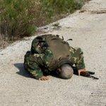سجود أحد أبطال #الجيش_الحر شكر لله فرحاً بتحرير جبل زاهية في جبل التركمان بريف اللاذقية #الجيش_السوري_الحر https://t.co/0gqgTY6dFJ