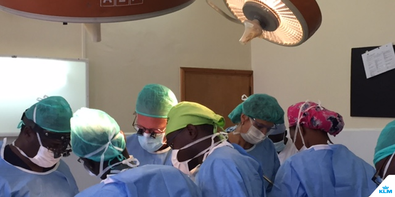 KLM and VUmc doctors visited a hospital in Kenya to improve working conditions.