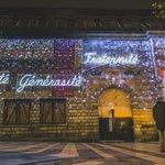#Besançon revêt ses couleurs dhiver avec un message au cœur de lactualité ! #Noel #Solidarite #hommagenational https://t.co/PbtmK1yA0y