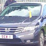 Popes ride in Kenya, in Uganda...and his hosts presidents Kenyatta and Museveni wheels. #PopeinAfrica https://t.co/am2Rrc2zrK