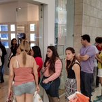 Fila para pagar en la tienda Pandora de Multiplaza Escazú. @La_Republica https://t.co/52Lrtb7DKT