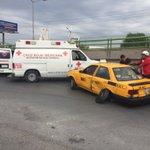 No debe rebasar por la derecha. Taxi y camión chocan en Echeverría y Vito #Saltillo @CruzRojaSalt @policiasaltillo https://t.co/XLIfcREu2q