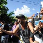 Cubanos protestan en embajada de #Ecuador en La Habana por anuncio de visados https://t.co/zpdz5Xs8HG https://t.co/thYiwdiacO