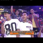 Si Cherrywin ang pambato ni @jhongsample with Hashtag Boys sa Singing Mo To - replay   #ShowtimeSabadoSwag PTA https://t.co/uz9BukLwVn