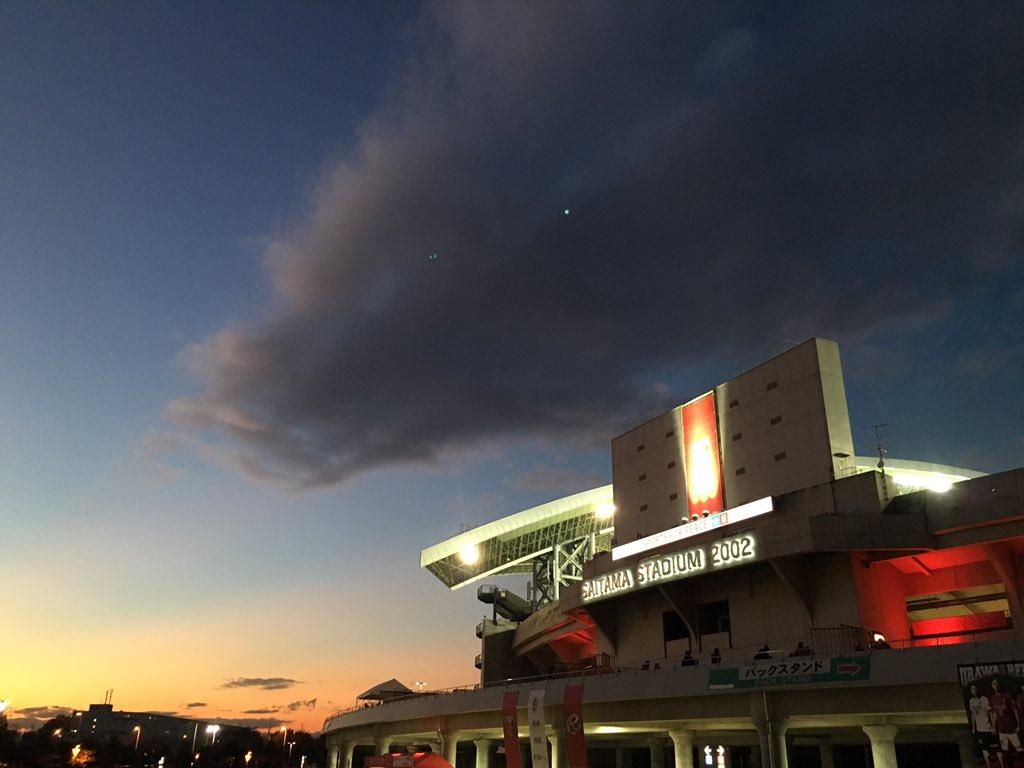残念な結果のせいで上空に暗雲垂れ込める埼玉スタジアム https://t.co/OSSh3Lk2tY