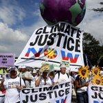 #ImageDuJour : Des milliers de personnes marchent pour le climat à Manille, aux Philippines https://t.co/OHOE2PKfaI https://t.co/S35ToJrtxR