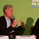 """Chef d. Handwerkskammer S. Schwarz: """"Auch junge Flüchtlinge müssen schnell in Ausbildung gebracht werden!"""" #BK2015 https://t.co/eEzD2lABH4"""