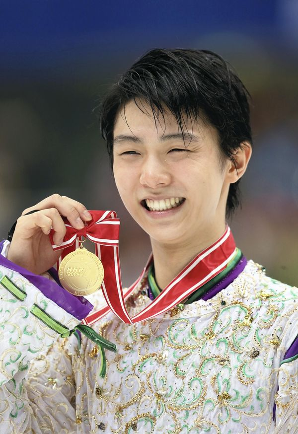 #Hanyu soars to victory, record scores https://t.co/40Afjl16Tk #羽生結弦 #NHK杯 #フィギュアスケート https://t.co/8jc8FxPpBr