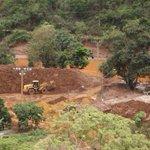 Samarco joga lama removida ao lado de rio https://t.co/LzEL10sSQC https://t.co/a3GKAW0psa