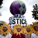 COP21: des manifestants du monde entier ont entamé une marche pour le climat https://t.co/JkACeR3oaS https://t.co/5xgha0T5qY