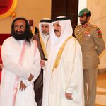 #155Footprints: @SriSri with His Majesty King Hamad of #Bahrain during the Happiness tour: https://t.co/TpycyBO52S https://t.co/f9pevTcYRE