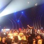 Kaya gini suasana panggungnya tweeps. Rame banget yg memenuhi panggung megah #SCTVAwards https://t.co/Qhm8coiWMT