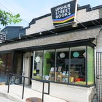 """Just saw President Obama, Sasha, and Malia at Upshur Bookstore. Love my neighborhood."" #DC https://t.co/4ShArbiriv https://t.co/mKGiExUkcr"