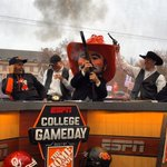 Lee Corso goes guns up for the Pokes in the @ChevyTrucks #SaturdaySelections. https://t.co/9atJzudyoz