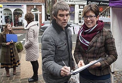 Ian Brown, singer @thestoneroses, signs #DontBombSyria petition today at Lymm Stop the War street stall. https://t.co/LFquhK3rjU