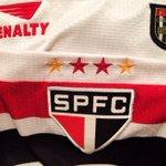 Quando Luís Fabiano estreou pelo São Paulo, em 2001, esta era nossa camisa. https://t.co/nbweeXk21q