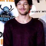 """Louis é tão lindo que deveria ser um elogio """"nossa, você tá tão Louis hoje"""" #MTVStars One Direction https://t.co/m3JomPvwAY"""