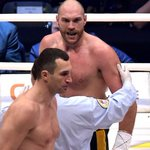 Tyson Fury is in Klitschkos head. Fury gaining a lot of confidence in this sloppy fight. #KlitschkoFury https://t.co/33vDzQsmIt