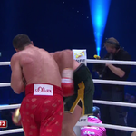 A HUGE straight right from @Klitschko and @Tyson_Fury wobbles. LIVE: https://t.co/i2fyVrFowu https://t.co/RCnVXh3puS