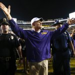 """LSU AD Joe Alleva: Les Miles """"is our football coach and will continue to be our football coach."""" https://t.co/VMbHmWekKR"""