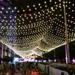 """Espacios llenos de alegría con el """"Carnaval de Luces"""" #AlumbradosEPM ¡Vívelos en el Parque de los Pies Descalzos! https://t.co/yRx9lRyfFc"""