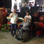 Alcalde @CarlosECorreaE entrega reconocimiento al maestro William Ramos Palencia, creador del Taller de Gaitas. https://t.co/hCqTSjx8qZ