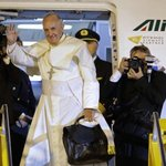 Great man of God..safe flight #PopeInUganda #PearlOfAfrics https://t.co/Vba1nzLXog