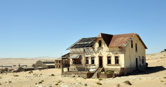A4 Ghost towns like Kolmanskop, where you hear nothing but your footsteps in the sand #TRLT https://t.co/SyApk1J7Gt https://t.co/rfFyUjq1xB