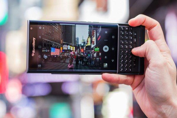 El BlackBerry Priv se ha quedado sin 'stock' por la inesperada demanda https://t.co/7hduU0fTjx - Follow @UnionMovil https://t.co/ugyvoj0kW8
