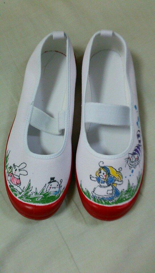 上靴のアリス   うわぐつのデコが流行ってるらしいので書いてあげました(^^)ノ https://t.co/vfbyhufdzS