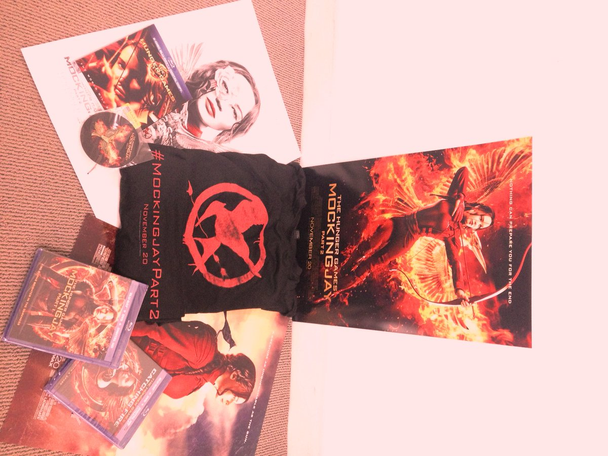 #MockingjayPart2 #giveaway time!!! Want to win the 3 DVD set + t-shirt + pin + poster?!? Rules in next Tweet. https://t.co/nQmb1cmQTh