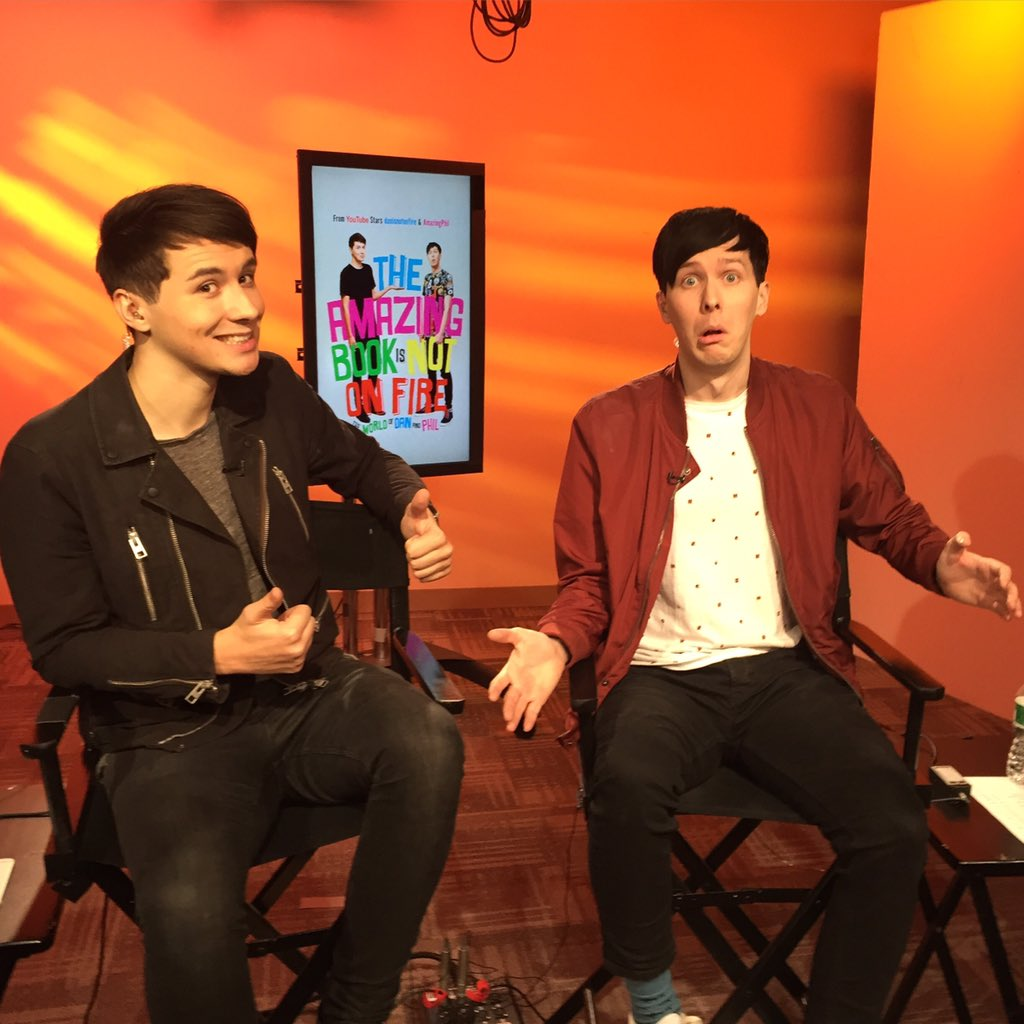 .@danisnotonfire and @AmazingPhil are here!! NYC - Barnes and Noble Union Square today at 5!!