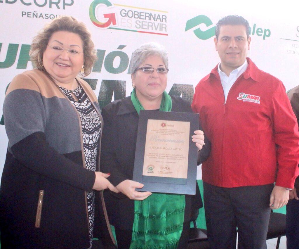 Acompañado de la Mtra. Candita Victoria Gil, Directora General de @CONALEP_Mex, reconocimos trayectoria de docentes. https://t.co/ZrxGfP0JYF
