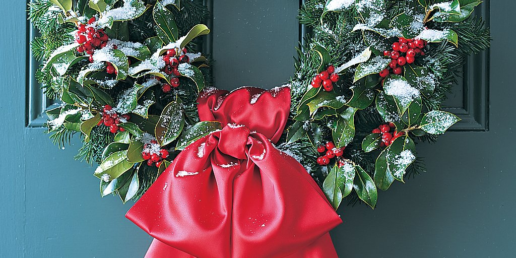 A #DIY wreath is a great way to incorporate fresh greenery into your décor https://t.co/w5ijhrQP0H #ChristmasCentral https://t.co/NbC1olnAyQ